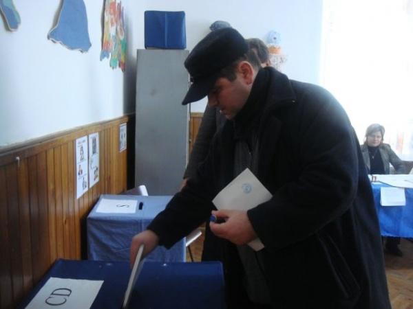 Alegeri Parlamentare: Peste 10% prezenţa la vot la ora 13,00 la Carei