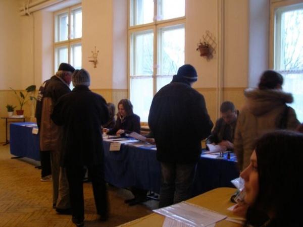 Peste 800 de cadre MAI la  paza secţiilor de votare
