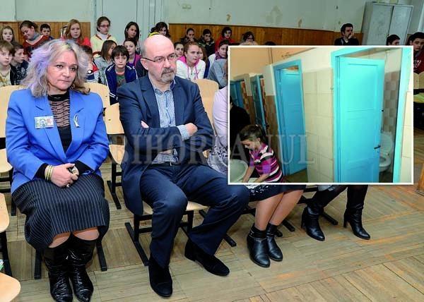 Şovinism pe budă! Directoarea Şcolii Szacsvay le interzice copiilor români să folosească un WC