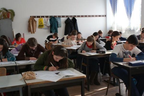 3249 de elevi au susţinut în judeţ simulările la Evaluarea Naţională cl a VIII-a
