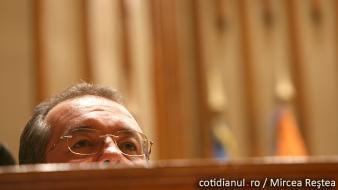 Micul leninist Emil Boc atacă USL pentru relele guvernelor PDL