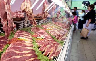 Suspendat din funcție pentru că a refuzat să vândă carne expirată
