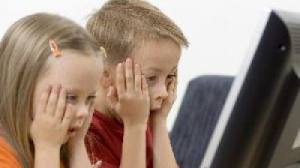 Cum îi protejăm pe cei mici de riscurile de pe internet