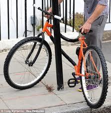 Prins cu bicicleta furată