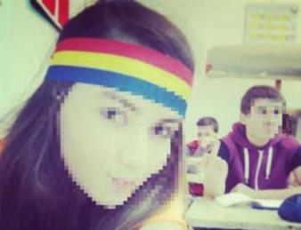 Elevă ameninţată cu moartea pentru că a purtat o bentiţă tricoloră!