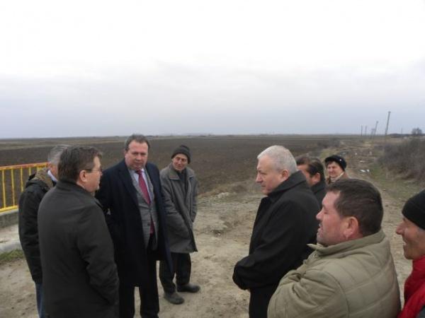 Sătenii din Dacia apelează la autorităţi