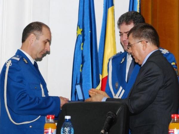 """Jandarmul sătmărean Gheorghe-Dan TOTH a primit insigna onorifică """"Jandarm de onoare al anului"""""""