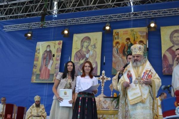 Andreea Moisei de la LTC premiată de Patriarhul Daniel