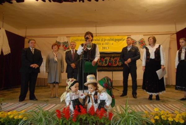 Festivalul cântecului şi jocului popular de la Lipău