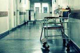 Atenţie părinţi! Un băieţel de 8 ani a ajuns în stare gravă la spital după ce a băut accidental o soluţie de curăţat aragaz