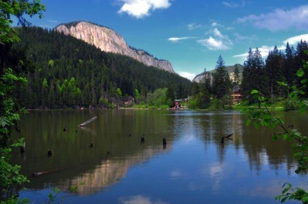 """Relaxare, tradiţie şi muzică bună la """"Ziua Lacului Roşu""""!"""