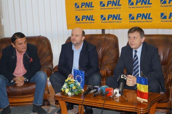 Crin Antonescu doreşte alegerea primarilor din două tururi de scrutin şi susţine modificarea Codului Silvic