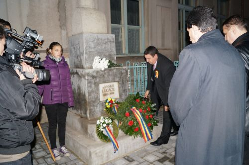 Depuneri de coroane la bustul lui Vasile Lucaciu