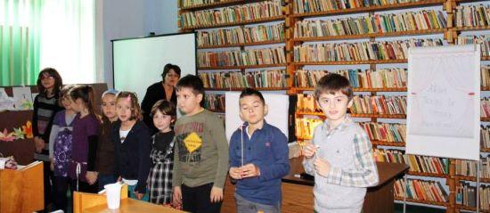 Atelier de teatru de umbre la Biblioteca Judeţeană