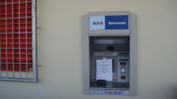 Atenţie careieni ! La ce folos un card dacă bancomatul de la supermarket e defect ?