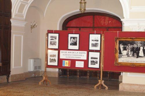 Expoziţie dedicată Familiei Regale la Carei dar bustul Regelui Ferdinand  e refuzat a fi amplasat în parcul castelului vizitat