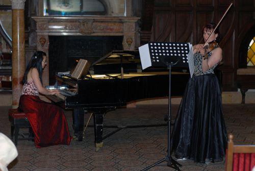 Concert apreciat de vioară şi pian