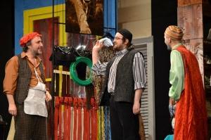 """Iubitorii teatrului sunt așteptați duminică, 4 mai la """"Take, Ianke și Cadâr"""", o comedie """"pe cinste"""""""