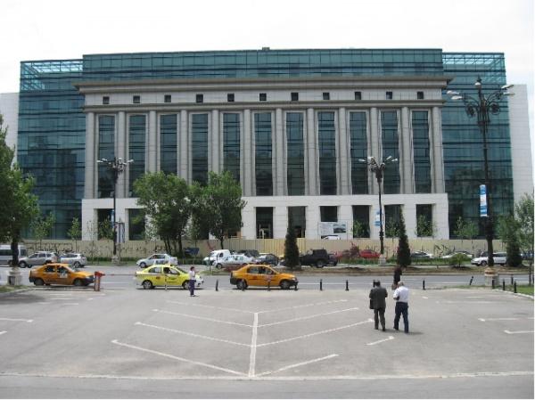 Ce se joacă în jurul postului de manager la Biblioteca Naţională?