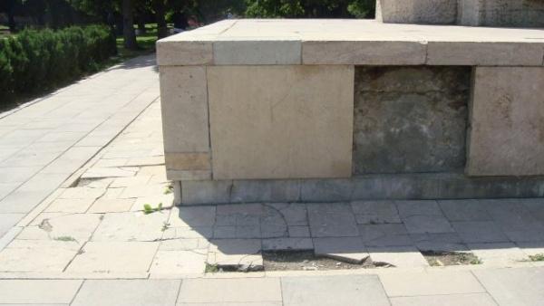 Monumentul Ostaşului Român – calul de bătaie al conducerii UDMR a oraşului