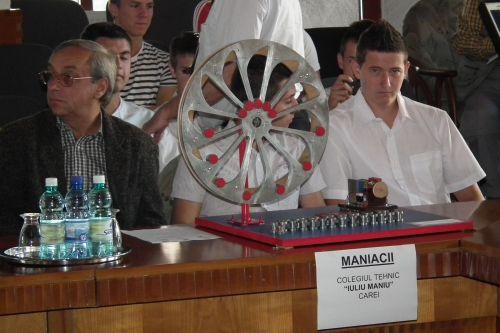 """""""Maniacii"""" din Carei au fost premiaţi pentru generatorul  inerţial şi pentru prezentare"""