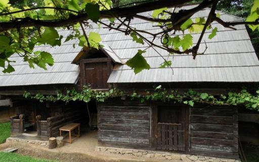 Cum îţi poţi construi şi cât costă o casă de poveste, ca la Muzeul Satului