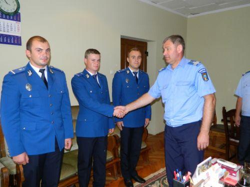 Trei tineri ofiţeri, noii colegi ai jandarmilor sătmăreni