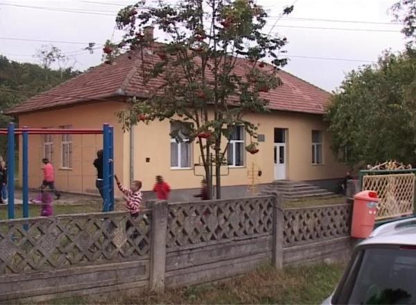 """Copii români obligați să învețe în maghiară. """"Fiica mea plânge de când a început școala"""""""