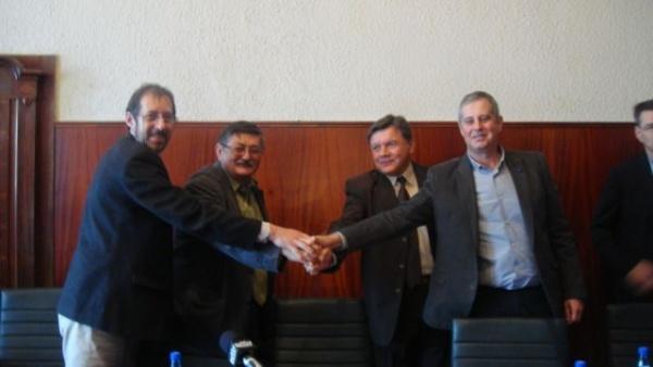 Conferinţă de presă la semnarea contractului Lucrări de construcţii şi reabilitare reţele de apă şi canalizare