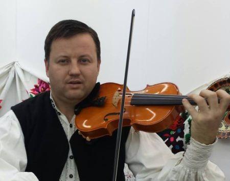 Ansamblul folcloric condus de prof. Vasile Chioran a impresionat la Festivalul Naţional de interpretare a Cântecului Instrumental şi Vocal ,,Lăutarul'' de la Drăgăşani