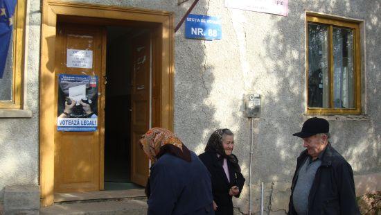 Schimbări de preşedinţi de secţii de votare la Ianculeşti şi Şcoala Generală nr.4