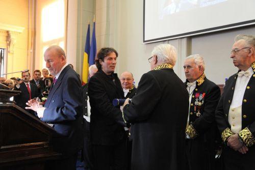 Leonard Velcescu, istoricul care a identificat peste 100 de statui de daci în muzeele lumii, a fost premiat de Academia Română