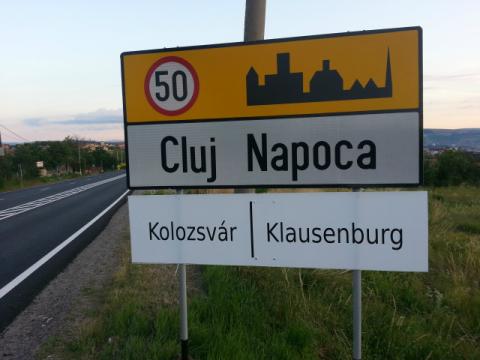 Curtea de Apel Cluj desfiinţează decizia Tribunalului de amplasare a plăcuţelor bilingve la intrarea în oraşul Cluj-Napoca
