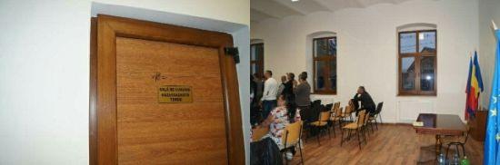 Sala de căsătorii din Primăria Carei: ziua cununii,seara Casă de rugăciuni.Locaţia:Centrul  Social  renovat din fonduri europene
