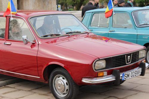 Pasionații de autoturisme de epocă din 5 țări se întâlnesc la Satu Mare