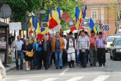 Moţii însufleţiţi de Avram Iancu au condus un protest de 2000 de oameni la Cluj-Napoca, împotriva defrişării pădurilor