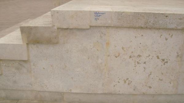 Administrația Kovacs-Keizer-Beko protejează doar fântânile arteziene din Carei? Pe când și monumentele românești?