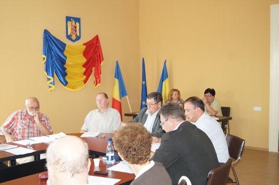 Au apărut însemnele statului român în sala de şedinţe a CL din Primăria Carei