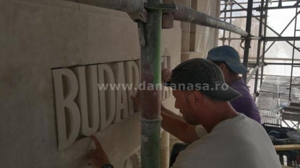 Inscripţia Budapesta a fost reamplasată pe Arcul de Triumf