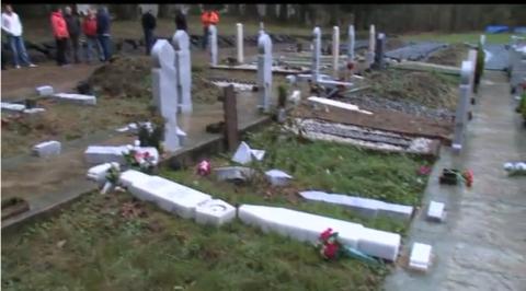 Refugiații musulmani profanează cimitirele creștine de la granița sârbo-croată
