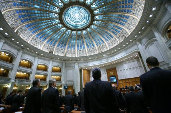 UDMR şi PSD  vor să interzică filmatul votărilor în Parlament