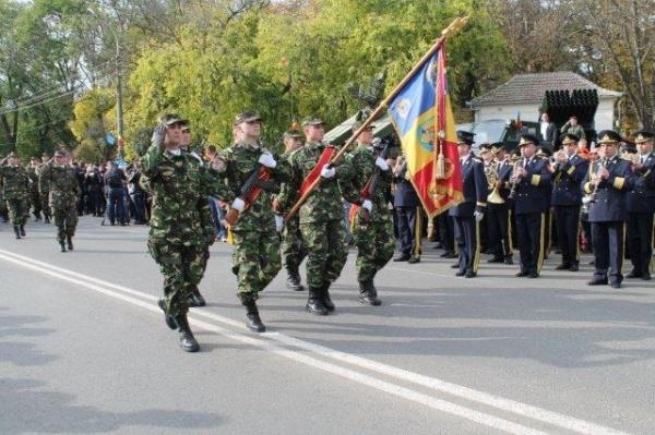 Liceul Teoretic Carei primeşte vizita militarilor din Armata Română