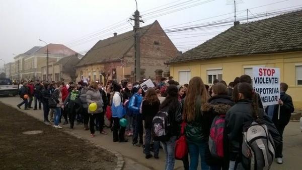 Marş la Carei împotriva violenţei şi abuzurilor asupra copiilor nu şi împotriva nerespectării drepturilor ce i se cuvin Andreei