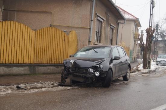 Accident în Carei. Un vitezoman a intrat într-o casă