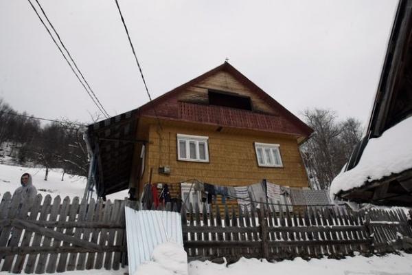 """""""Locuim în România, dar nu știe nimeni de noi"""" spun moţii din Petreasa"""