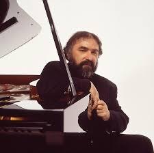 Pianistul Radu Lupu decorat de regina Marii Britanii