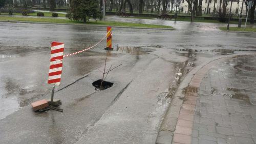 Atenţie! O nouă surpare în asfaltul proaspăt din Carei- oraşul şvaiţer