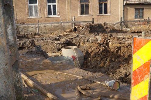 Coşmarul lucrărilor la  Extinderea reţelei de apă şi canalizare