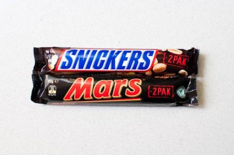 Mars şi Snickers retrase din magazinele germane. Conțineau plastic