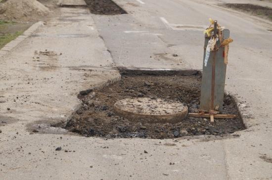 Carei: Reparaţii la 4 luni de la asfaltare